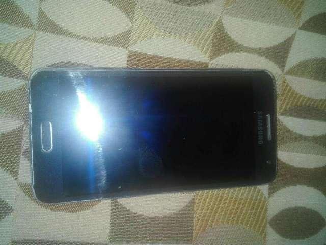 Samsung Galaxy A3 con Detalle