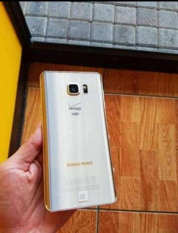 Cachada Samsung Galaxy Note 5 Color Oro