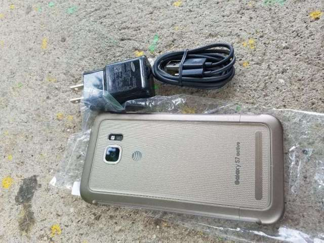 Samsung Galaxy S7 Active contra Agua