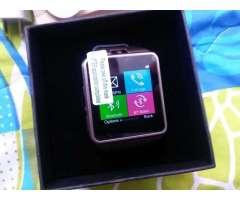 Elegante reloj smart con telefono. camara. Mp3 mp4 bluetooth. Camara 2mpx
