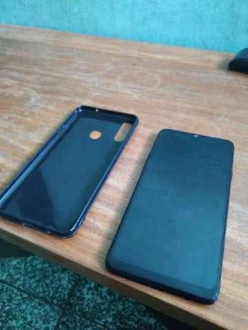 Vendo Samsung A20s pantalla infinity-v,camara triple, carga rapida